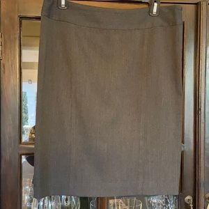 Kenneth Cole size 4 gray skirt like new